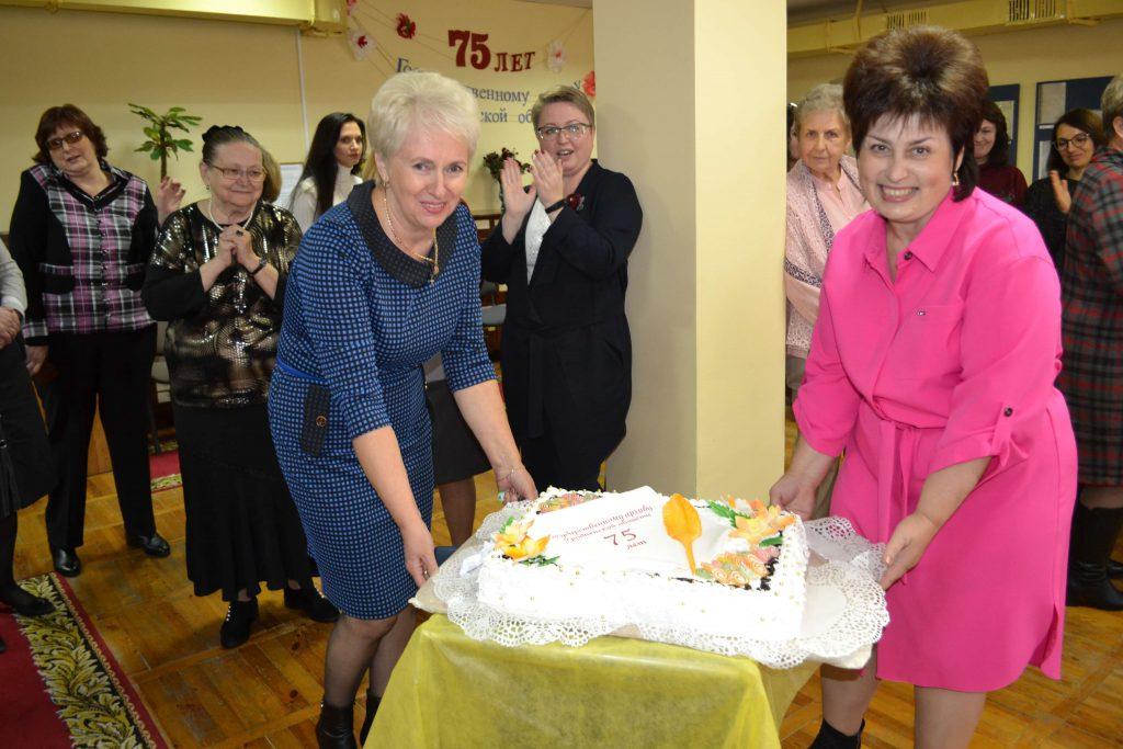 Вручение юбилейного торта